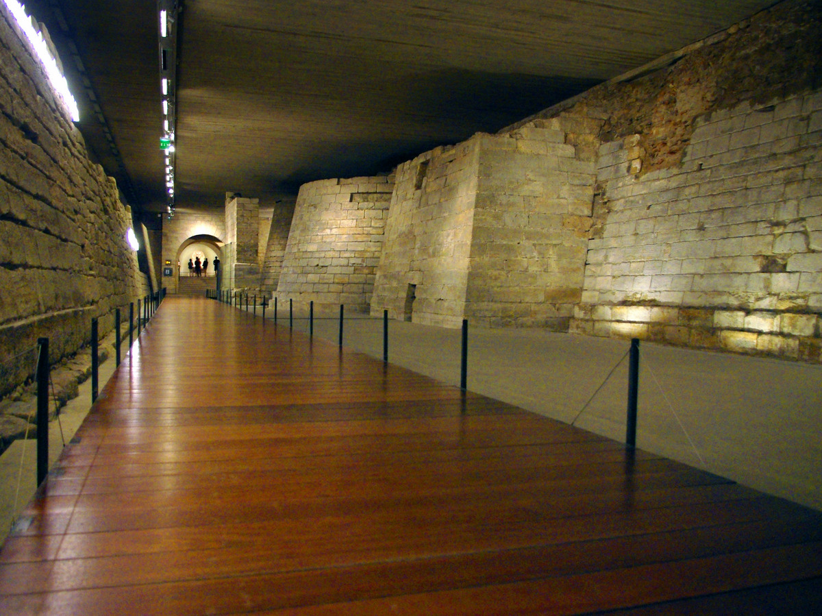 the foundations of medieval louvre french moments