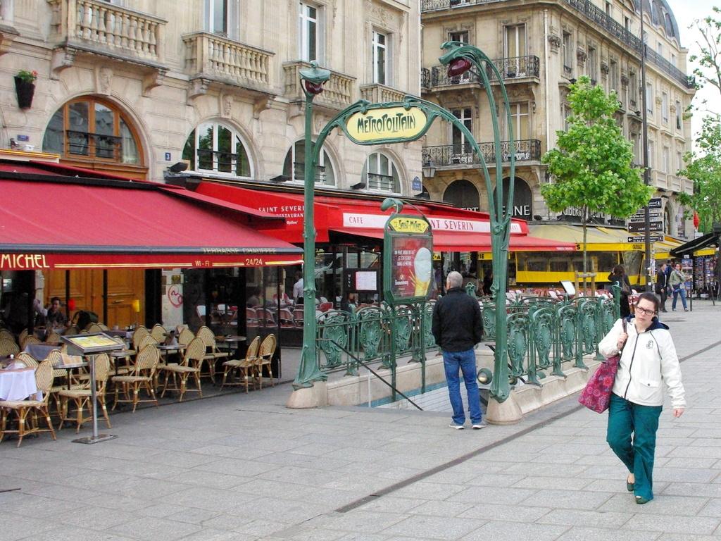 M tro station saint michel french moments french moments - Saint michel paris metro ...