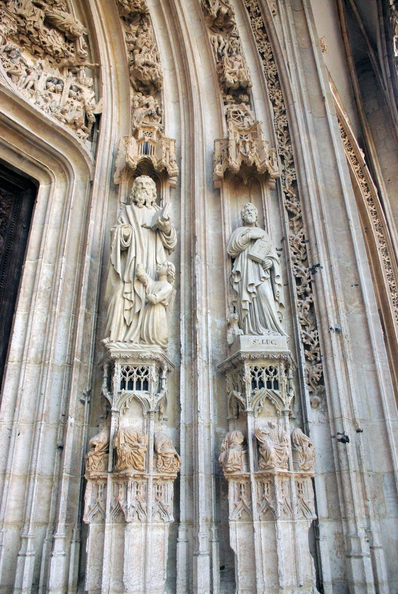 main portal right saint maclou in rouen copyright french. Black Bedroom Furniture Sets. Home Design Ideas