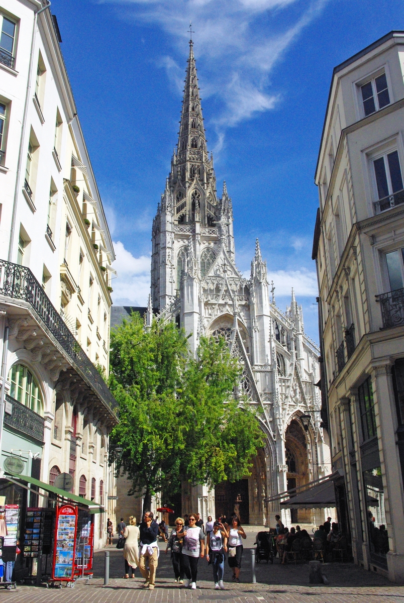 top 10 france s tallest cathedrals and churches french moments. Black Bedroom Furniture Sets. Home Design Ideas