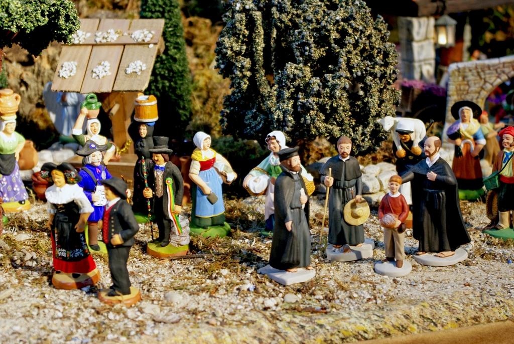 Francois Illas New Tradition: Christmas Nativity Scene At Saint-François-Xavier, Paris