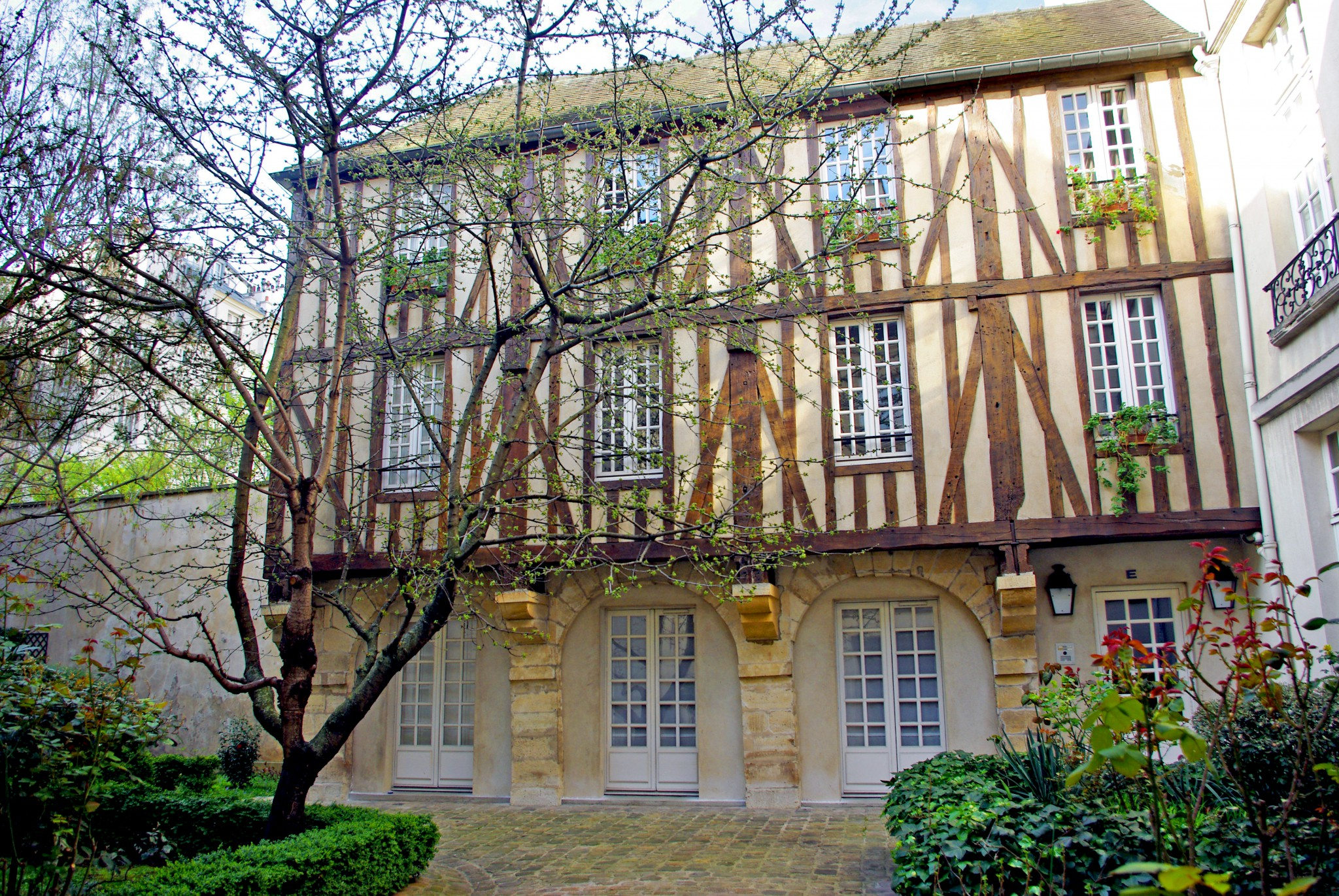 half timbered house in the rue de braque paris french moments. Black Bedroom Furniture Sets. Home Design Ideas