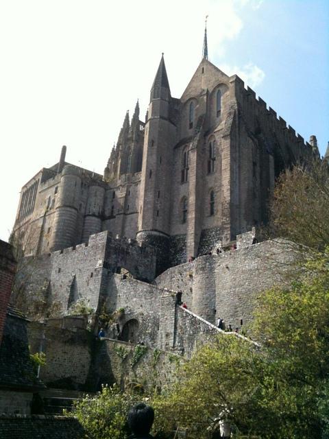 entrance-of-the-abbey- © Edgar Andrés Ochoa Licence CC BY-SA 3.0, from Wikimedia Commons