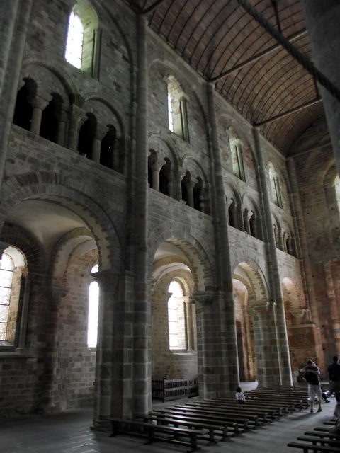 the-nave-of-the-abbey- © Persifall Licence CC BY-SA 3.0, from Wikimedia Commons