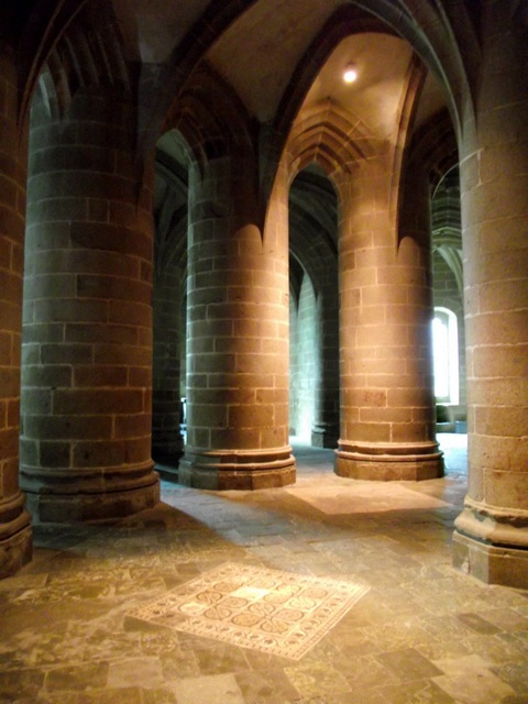 crypt-des-gros-piliers- © Persifall Licence CC BY-SA, from Wikimedia Commons