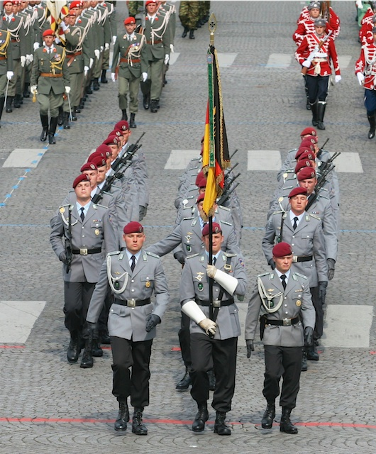 "2007 Bastille Day Parade on the Champs-Élysées: the Fallschirmjäger of the 26th Air Assault Batallion ""Saarland"" of the German Army - © Davric, wikipedia commons"