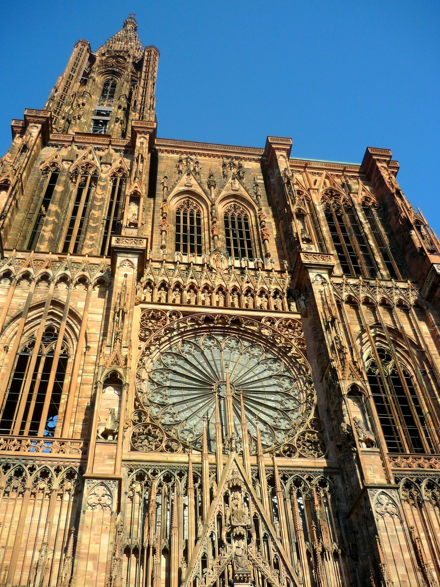 The façade of Strasbourg cathedral © French Moments