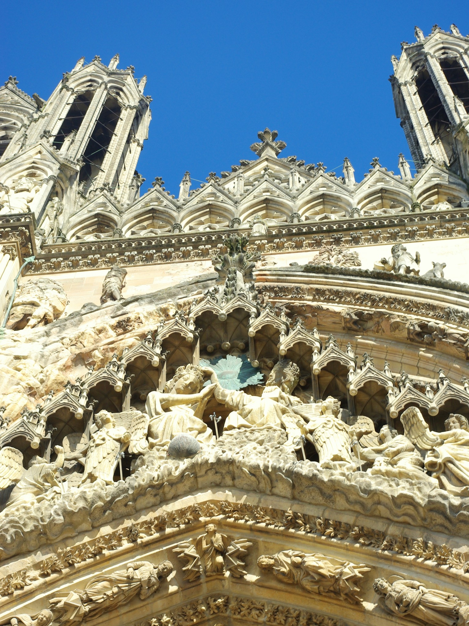 Details of the West front of the Cathedral of Reims © French Moments
