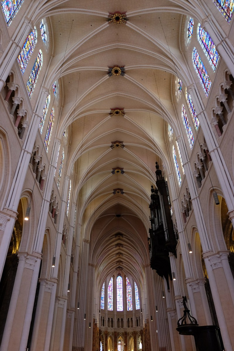 Chartres Cathedral Nave © Julien Chatelain - licence [CC BY-SA 2.0] from Wikimedia Commons
