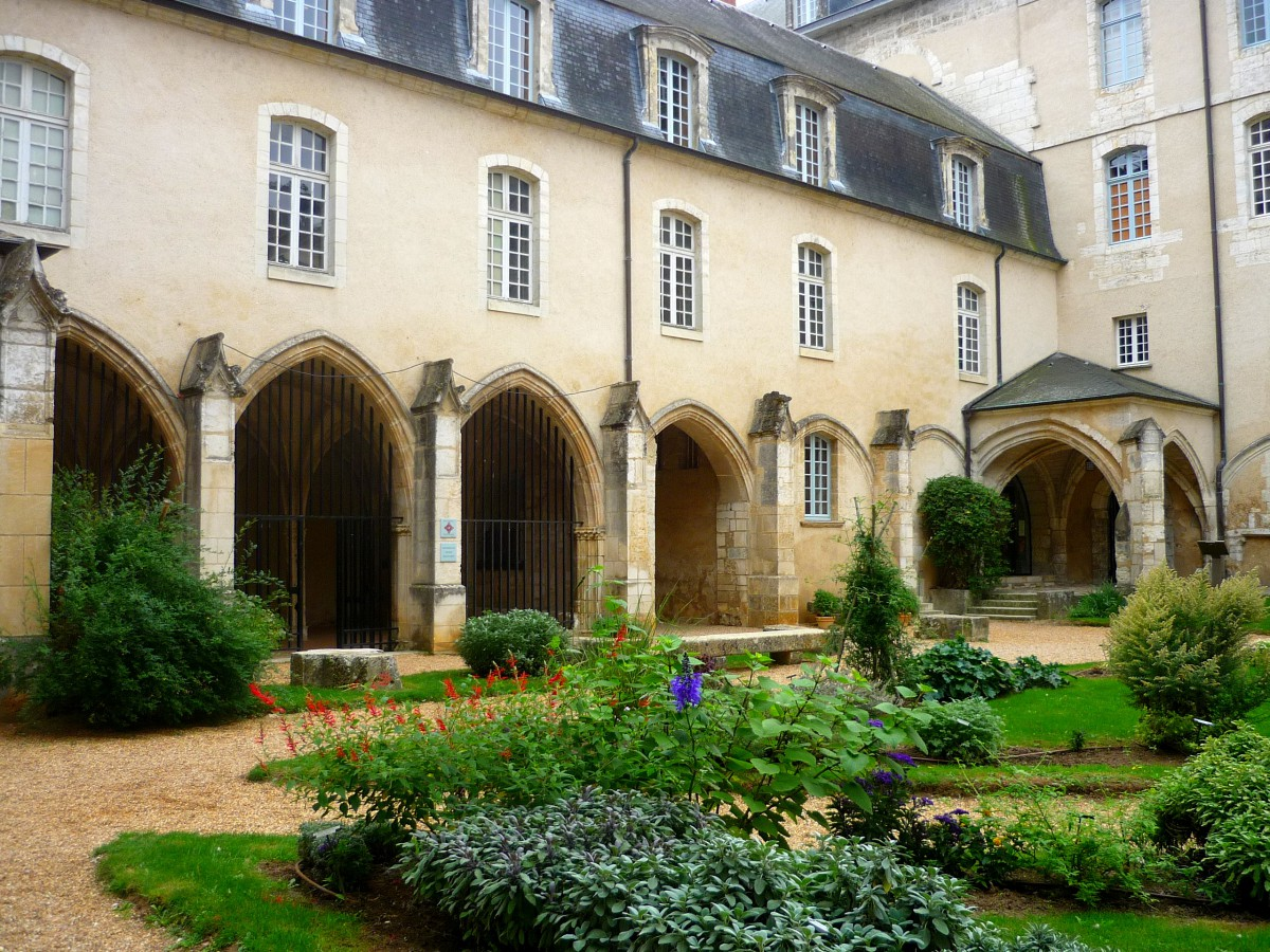 The cloister and Museum of Vendômois, Vendôme Abbey © French Moments