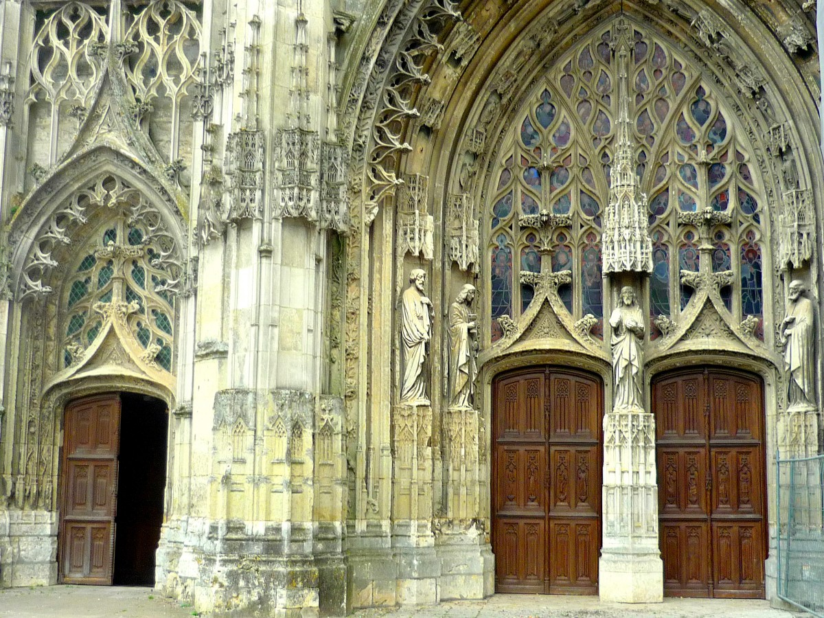 The portals of the western façade, Vendôme Abbey © French Moments
