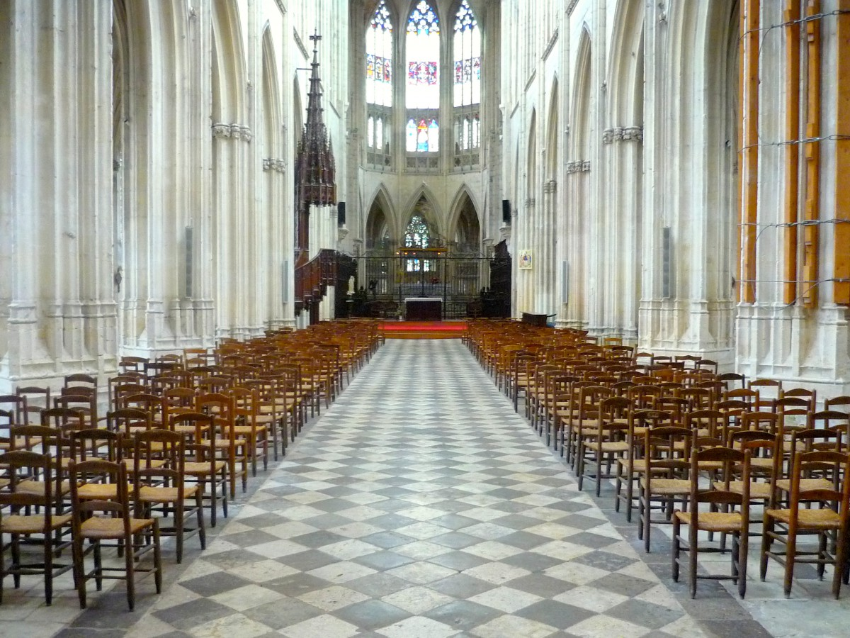 The nave inside the minster, Vendôme Abbey © French Moments