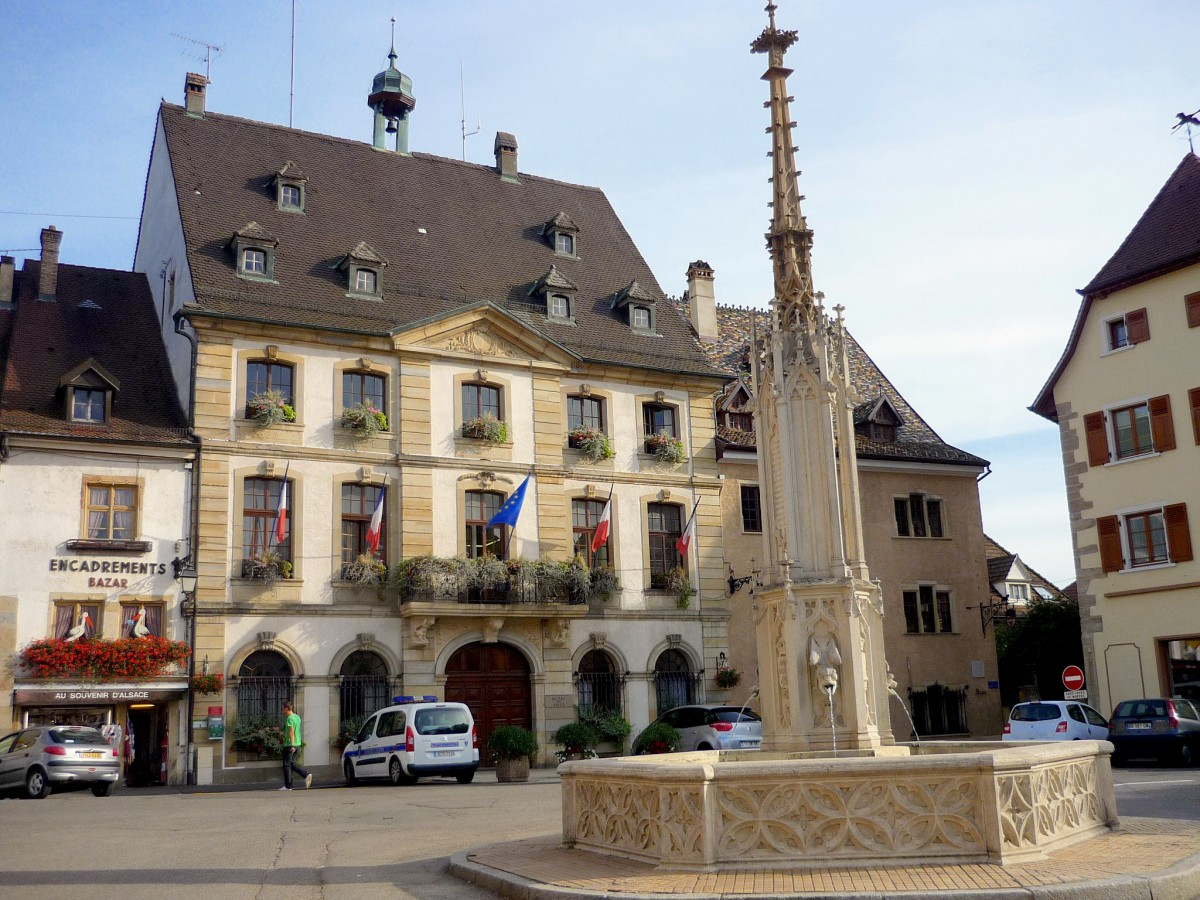 Place de la République and Altkirch town-hall © French Moments