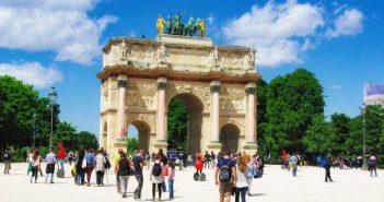 triumphal arches in Paris - Arc de Triomphe du Carrousel on the historical axis of Paris © French Moments