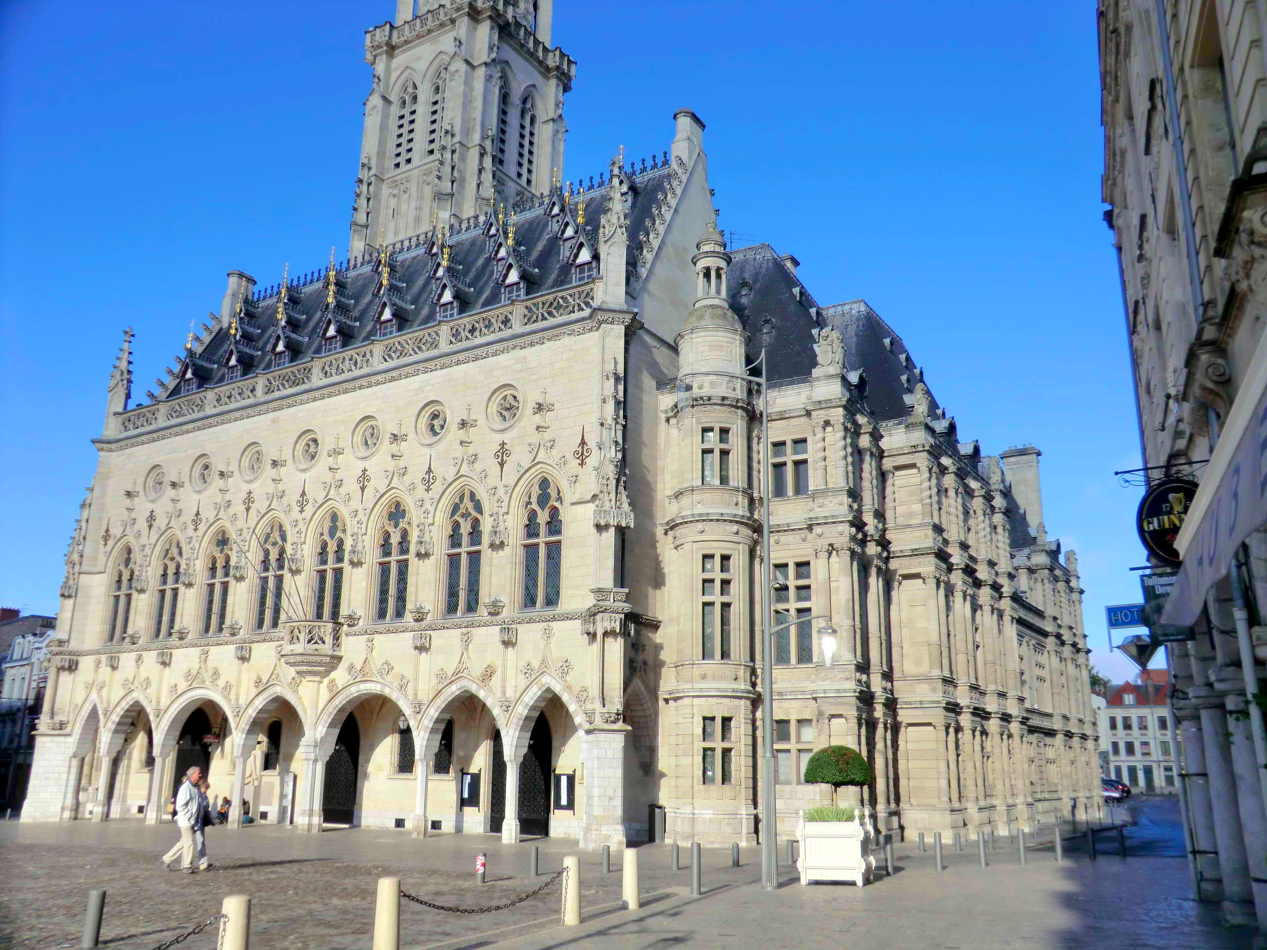 Town-Hall , Arras © Mélanie Huguet, licence [CC SA 3.0], from Wikimedia Commons.