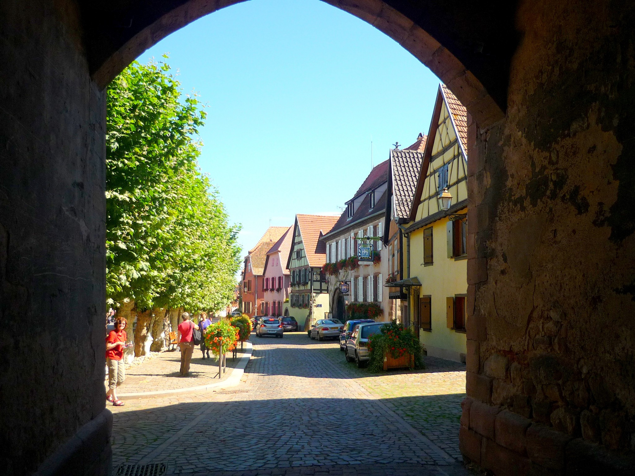 Under the Obertor (Porte Haute) in Bergheim © French Moments