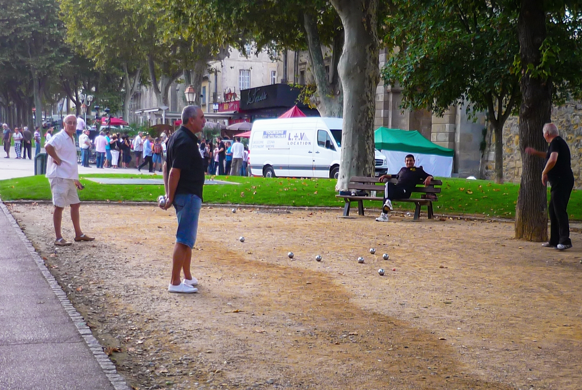Carcassonne, pétanque play © French Moments