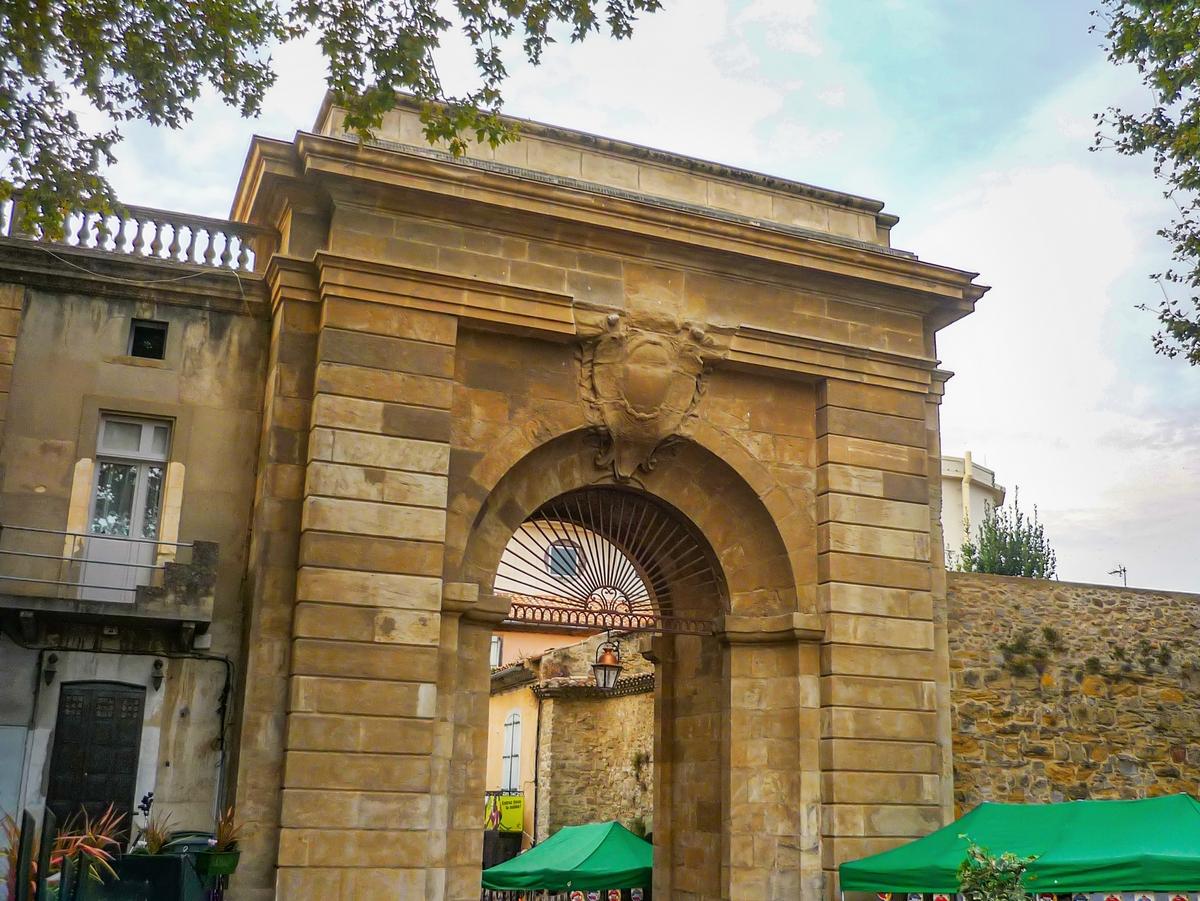 Cité of Carcassonne - Jacobins Gate (Porte des Jacobins) © French Moments