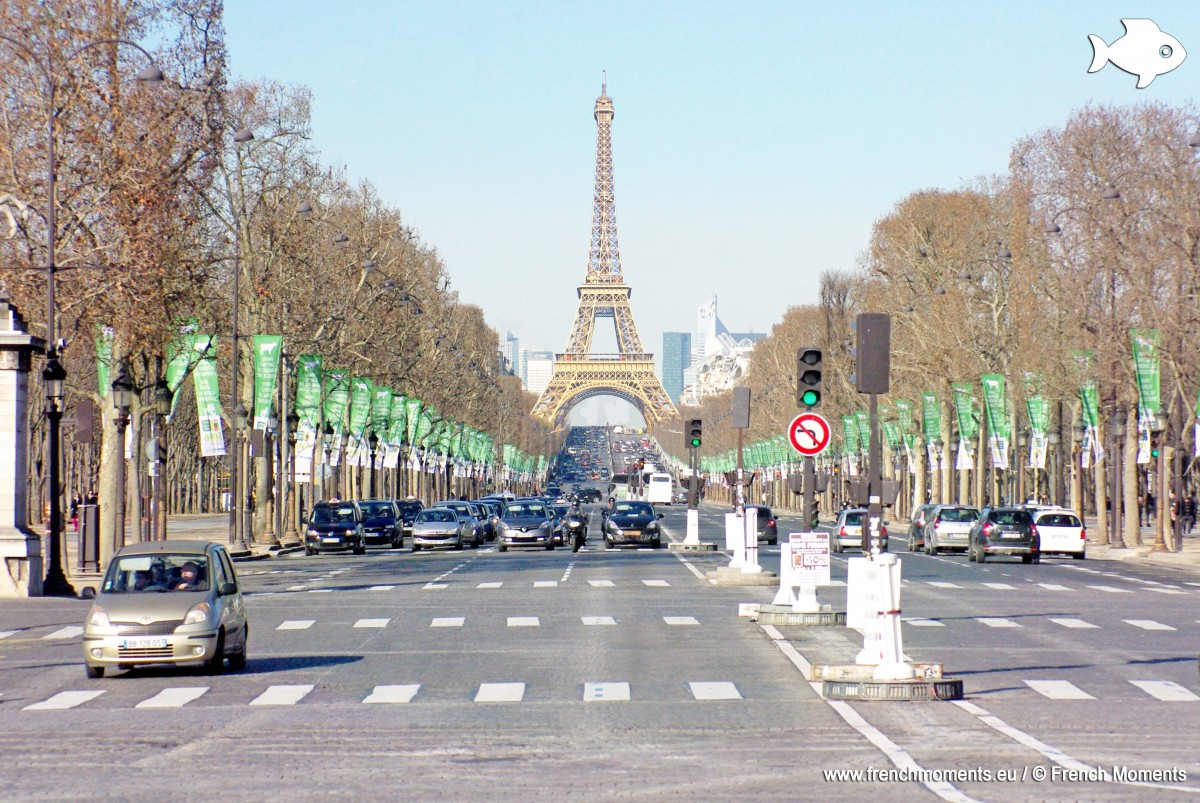 The Eiffel Tower in place of the Arc de Triomphe © French Moments