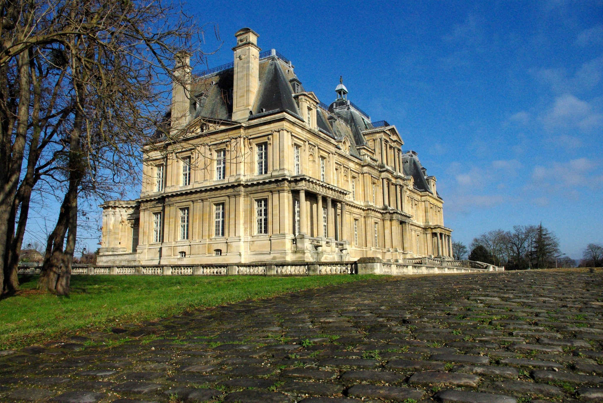 The chateau of Maisons-Laffitte © French Moments