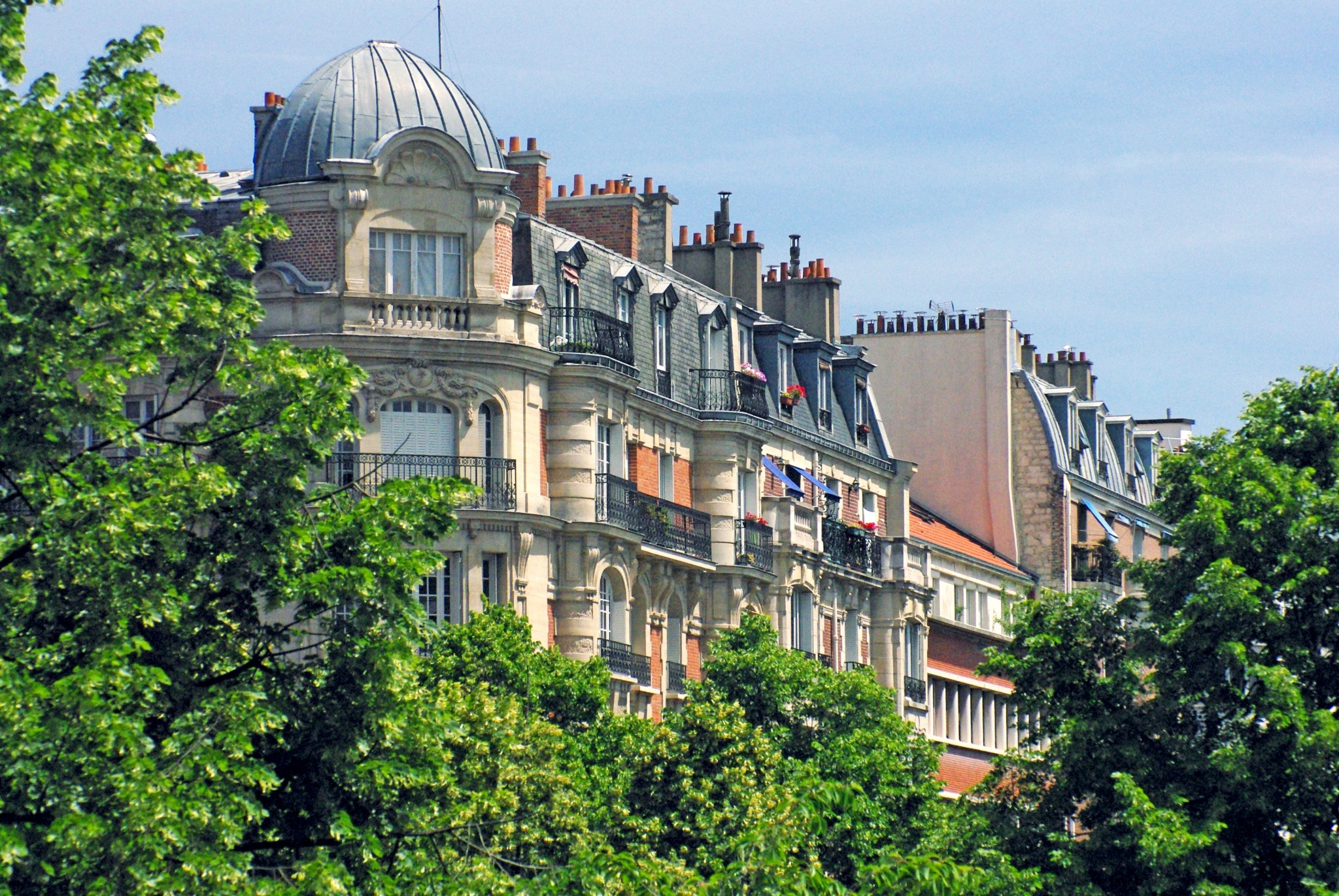 View on the Paris façades from the Coulée Verte René-Dumont © French Moments