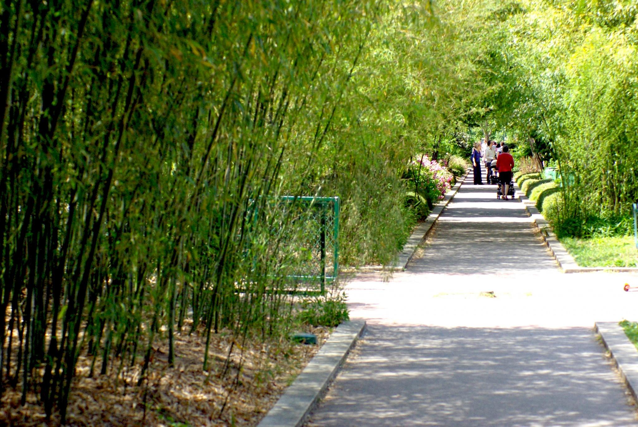 Promenade Plantée - On the Viaduc des Arts © French Moments