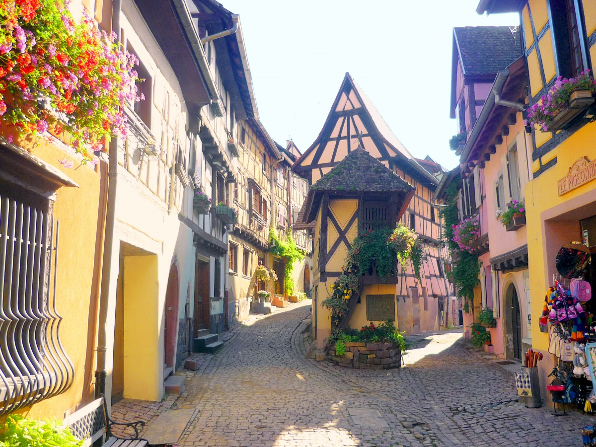 discover the village of eguisheim in alsace french moments. Black Bedroom Furniture Sets. Home Design Ideas
