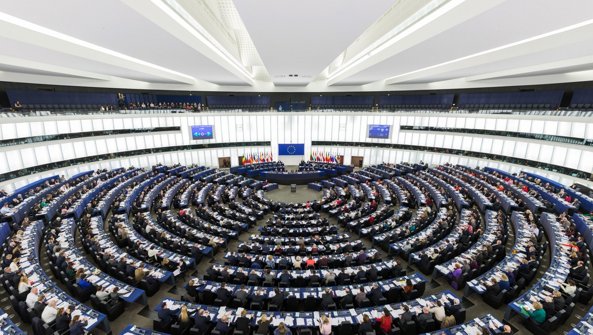 European Parliament Strasbourg Hemicycle © Diliff - licence [CC BY-SA 3.0] from Wikimedia Commons