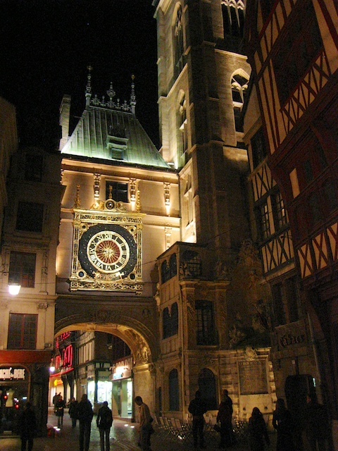 Gros Horloge by night, Rouen © Davitof, Creative Commons (CC BY-SA 3.0)