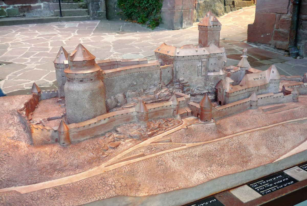 A model of the castle of the entrance © French Moments