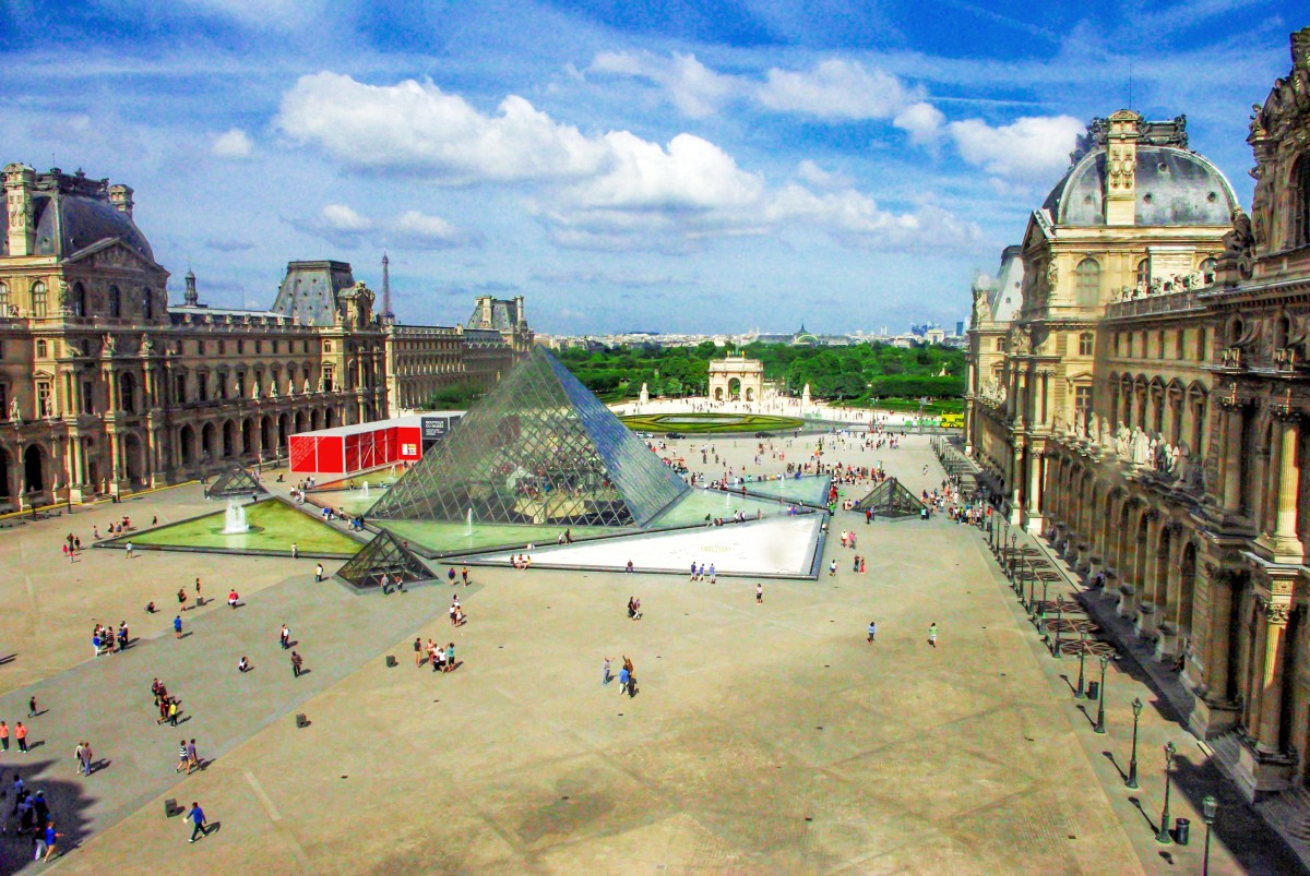 The Louvre today © French Moments