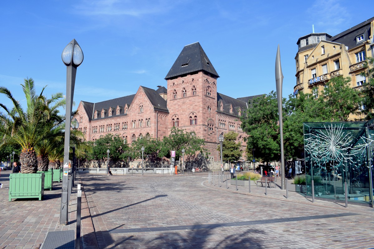 The central Post Office of Metz © French Moments