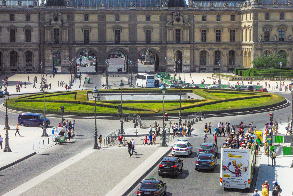 The inverted glass pyramid seen from the Louvre © French Moments
