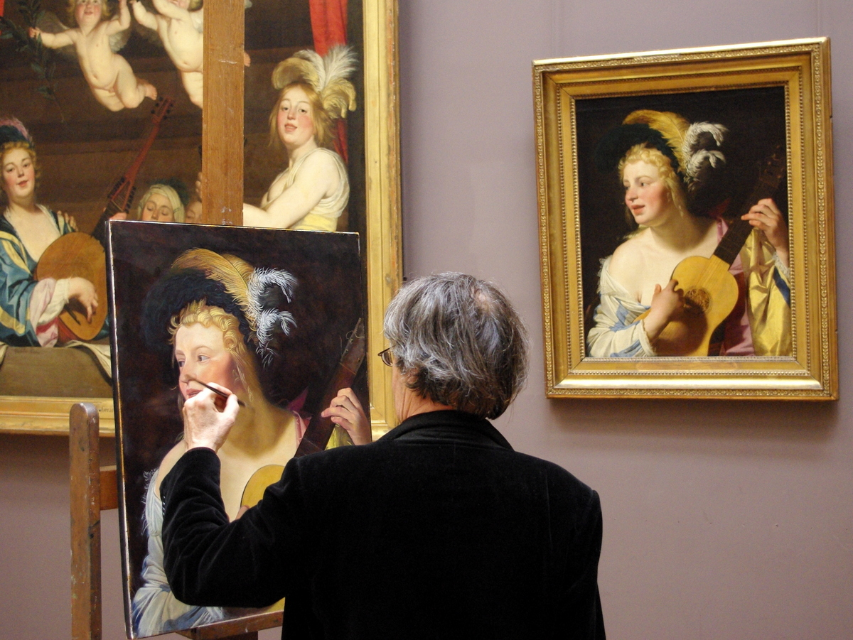 Painter at the Louvre Museum © French Moments