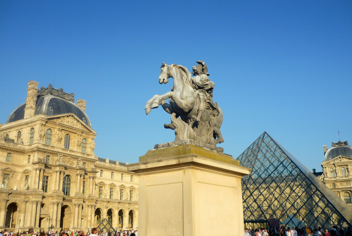 The equestrian statue of Louis XIV on the Historic Axis of Paris © French Moments
