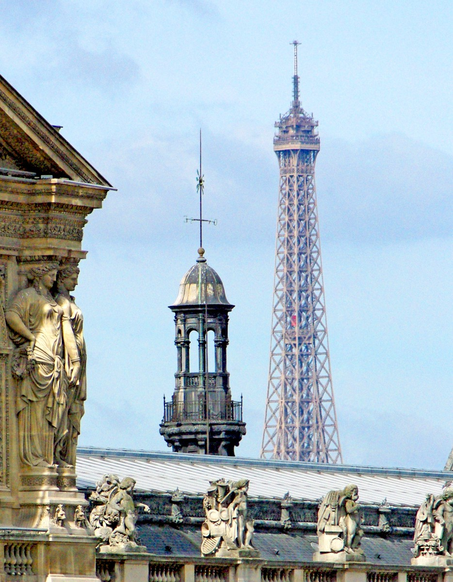 The Louvre and the Eiffel Tower © French Moments