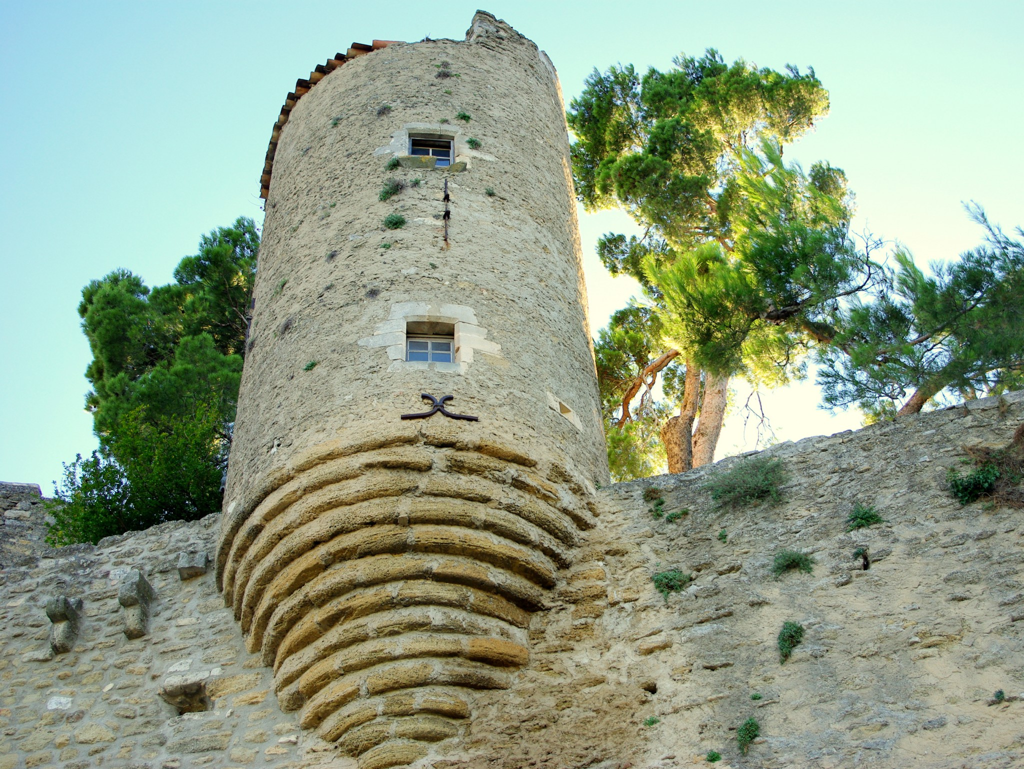 Remains of a troubled past in Ménerbes © French Moments