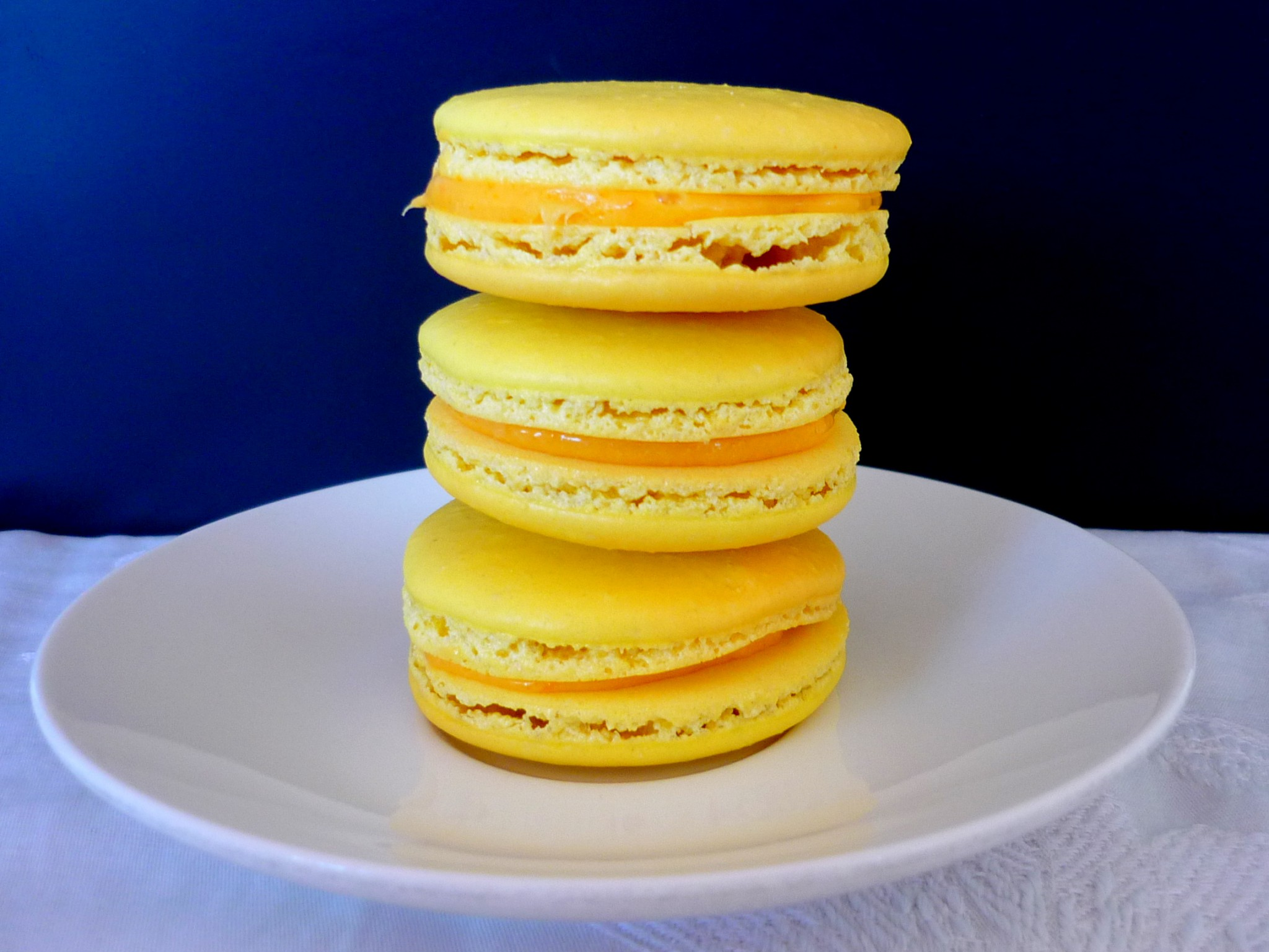 Lemon-flavoured Paris-style macarons © French Moments
