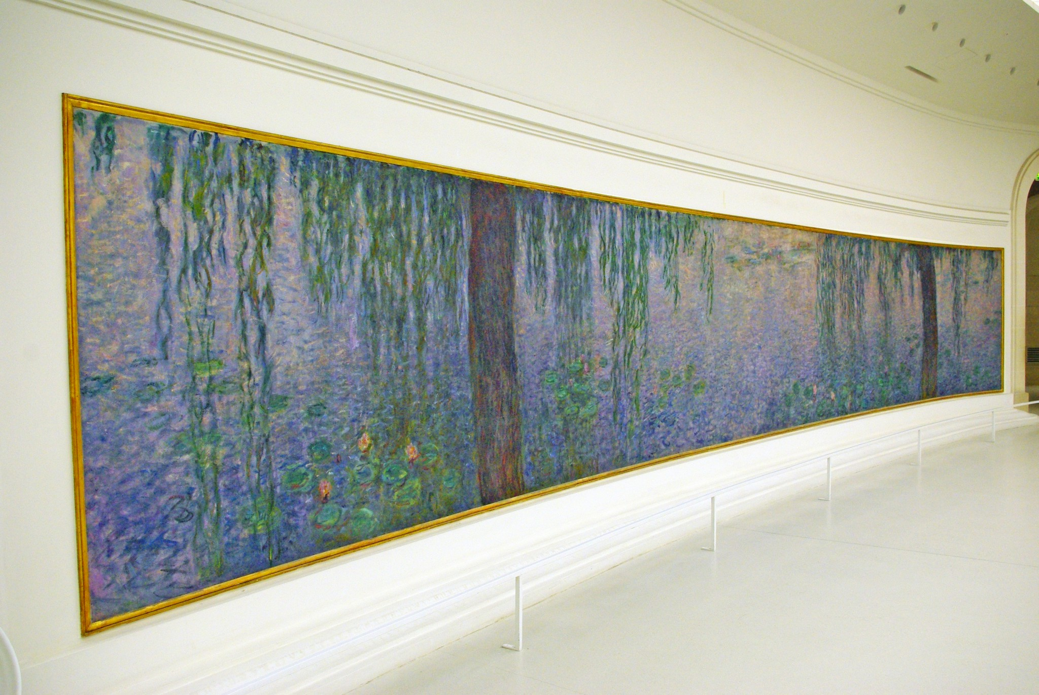 Les Nymphéas by Claude Monet on display at the Orangerie Museum © French Moments