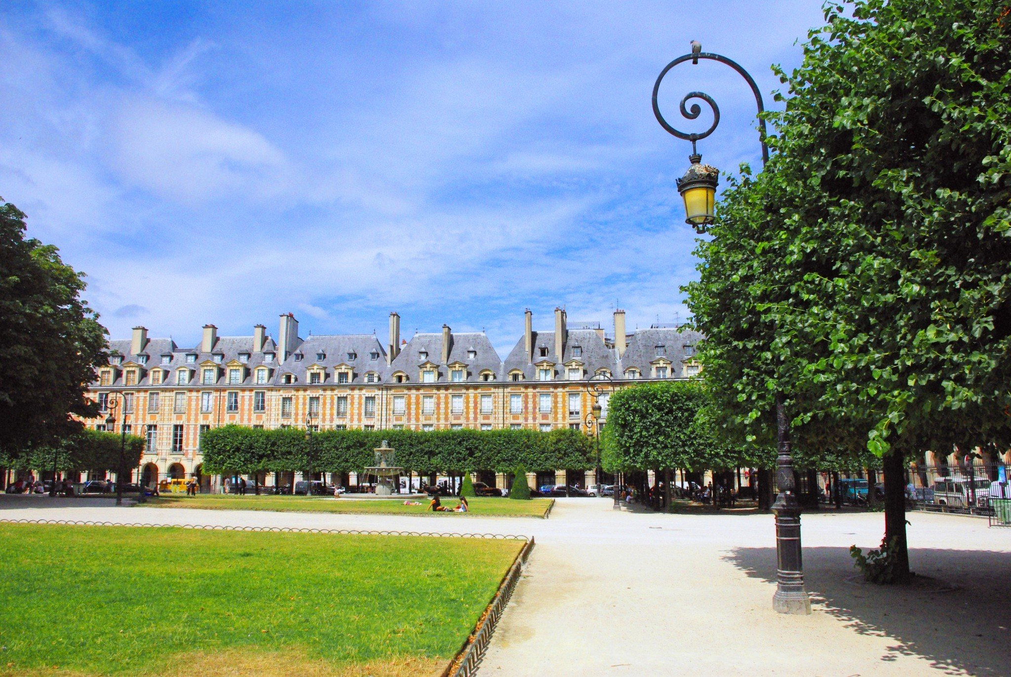 what you should know about place des vosges paris french moments. Black Bedroom Furniture Sets. Home Design Ideas