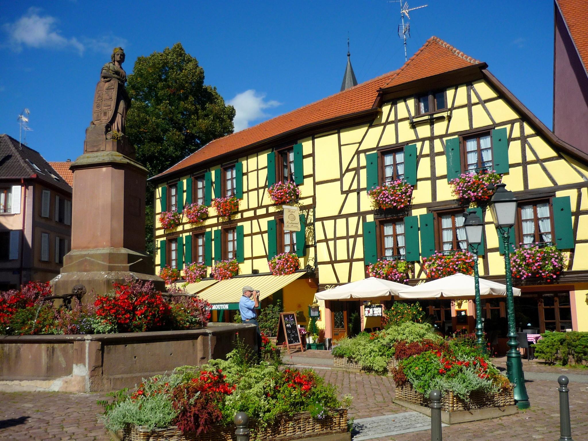 Place de la Sinn, Ribeauvillé © French Moments