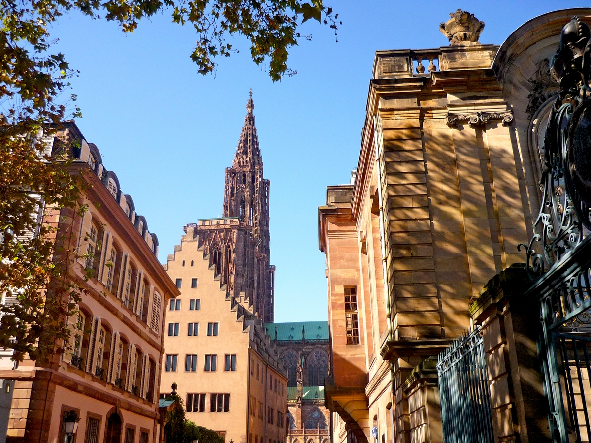 Largest cities of France - Strasbourg Old Town (rue Rohan) © French Moments