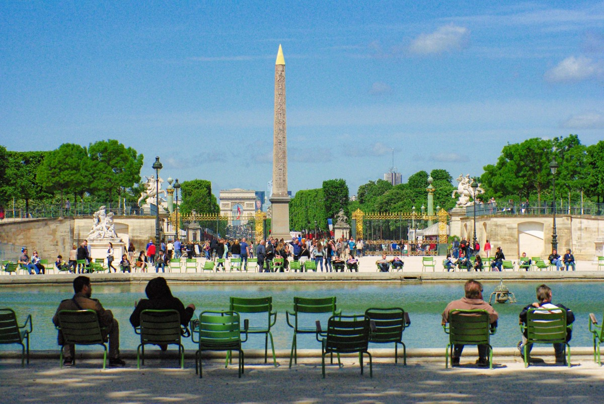 The Historical Axis of Paris in the Tuileries garden near place de la Concorde © French Moments
