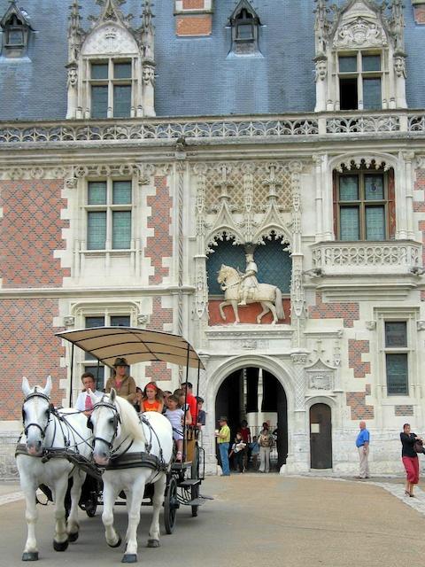 Façade of Louis XII Wing © OTI Blois - Pays de Chambord