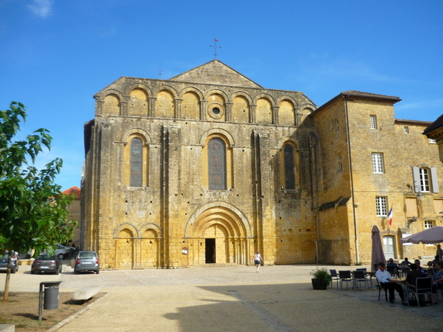 Dordogne Valley - Cadouin Abbey © French Moments