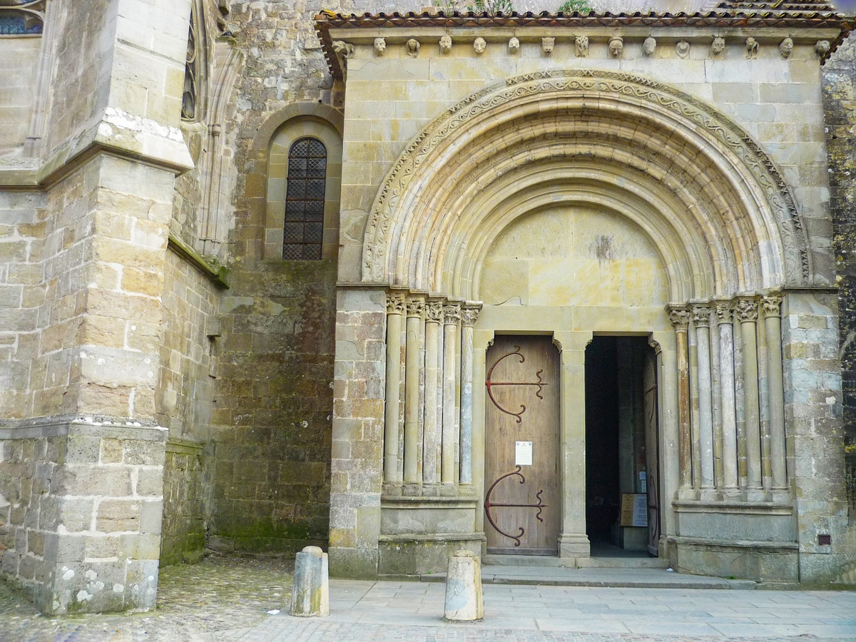 Carcassonne: The Romanesque portal of Saint-Nazaire church © French Moments