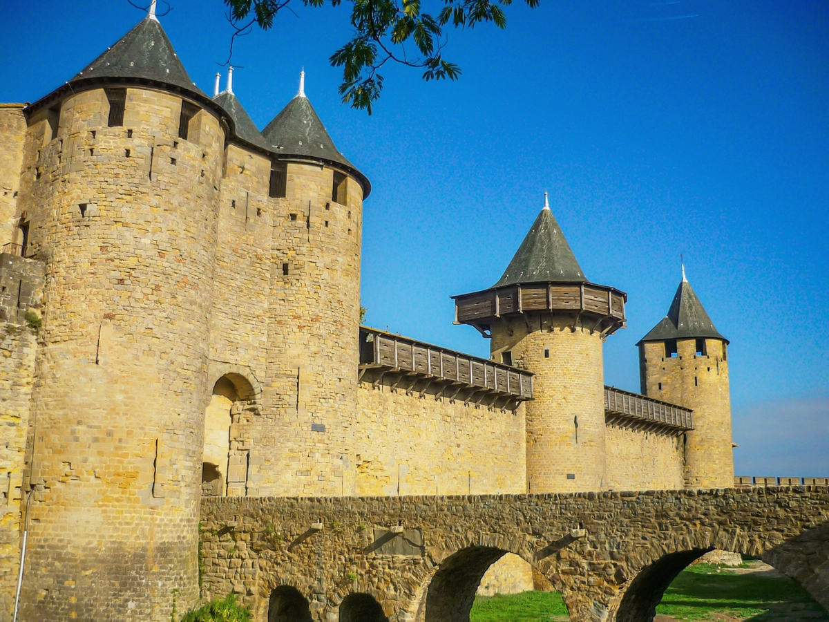 Cité of arcassonne, the château comtal © French Moments