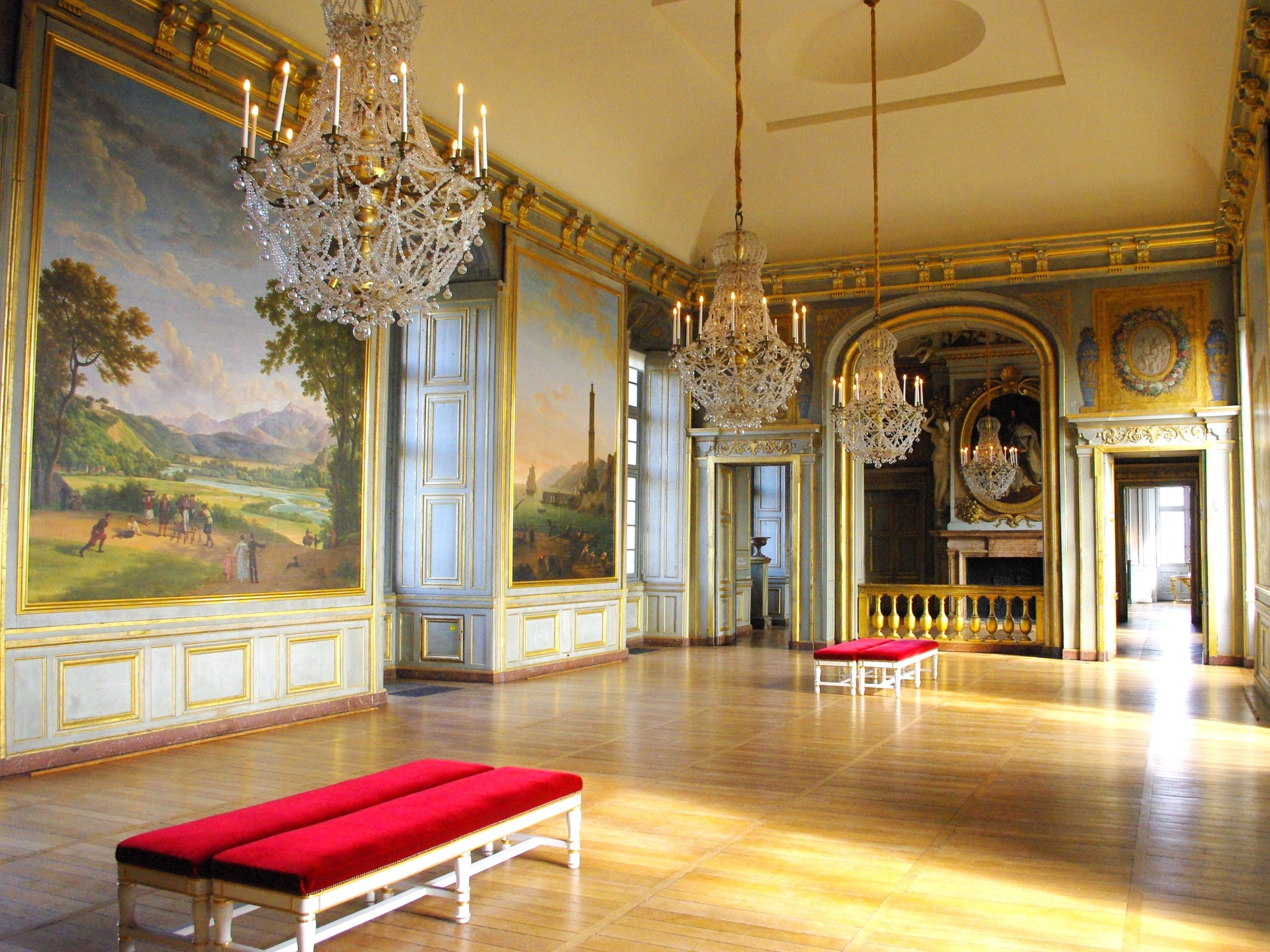 Inside the chateau of Maisons-Laffitte - the grand ballroom © French Moments