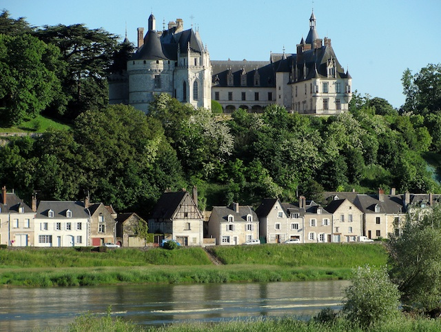 Chaumont Castle overlooking the village and the Loire © Manfred Heyde, Creative Commons (CC-BY-SA-3.0)