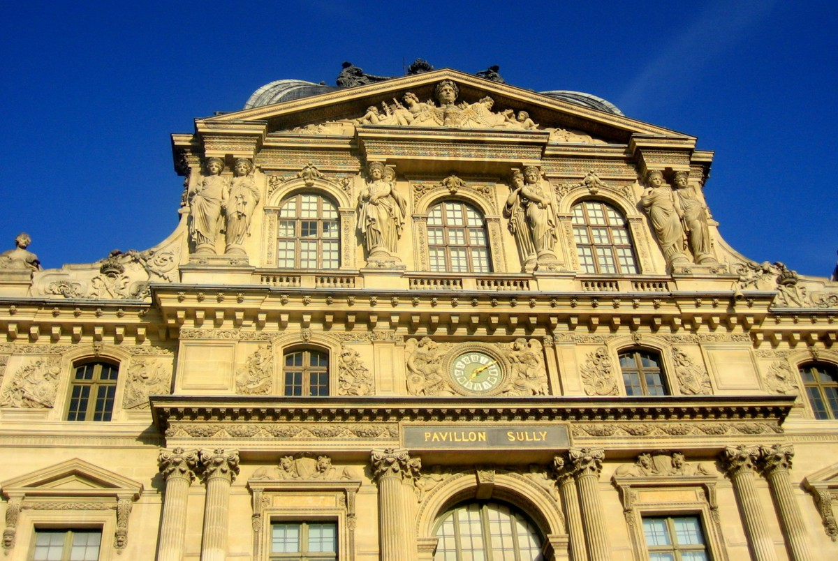 Façade of the Louvre © French Moments